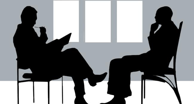 Psicologo y paciente en consulta